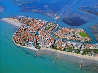 Великолепное предложение в Италии, в городе Градо, гостиница 4 звезды возле песчаных пляжей.
