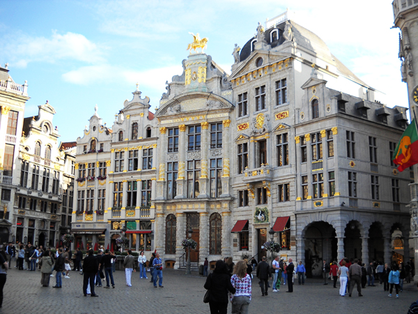 Два рядом стоящих дома в 30 м от Гран Пласа – исторического центра Брюсселя, чрезвычайно редко!!! Продажа на условиях пожизненной ренты!