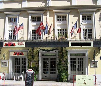 Гостиница в центре Ниццы, в 200 м от моря и пляжей, на пешеходной зоне.