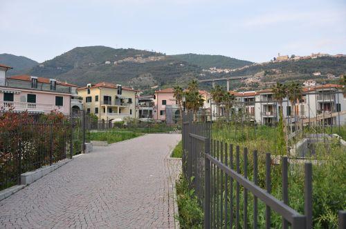 Строительный проект на 7 многоквартирных домов в Италии, Лигурия, в 2 км от моря.