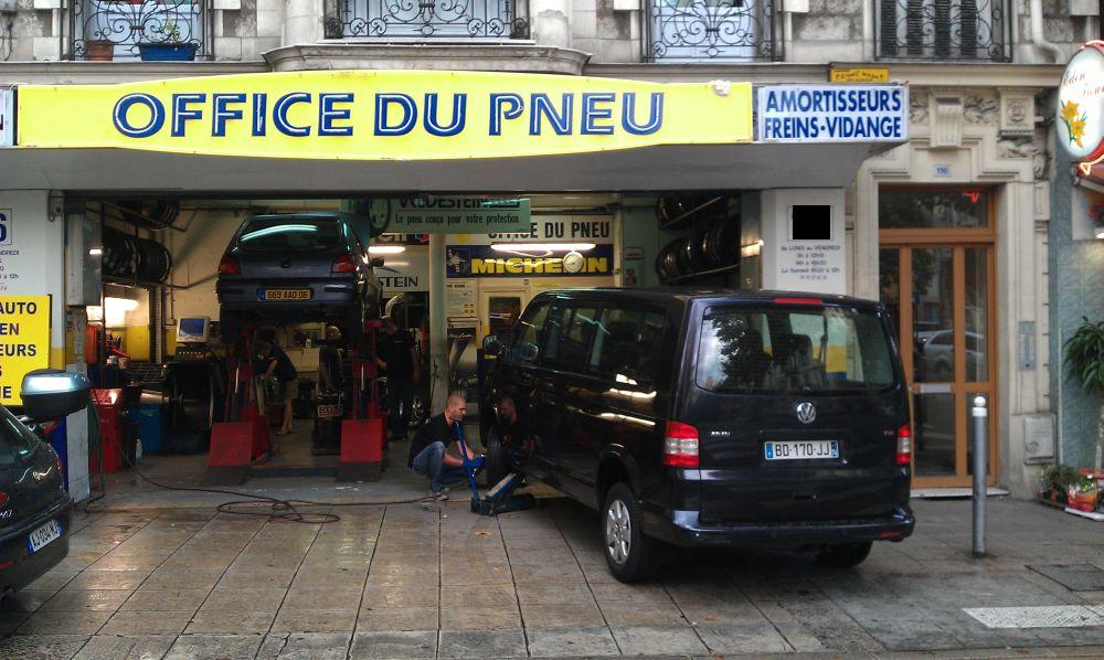 Бизнес, не требующих комментариев – центр Ниццы, оборудованная автомастерская.