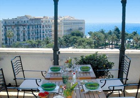 Гостиница рядом с морем и площадью Массена в Ниццы – королевская элегантность.