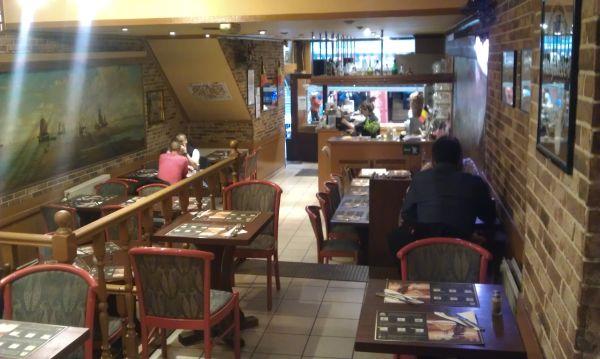 Ресторан в самом центре исторического Брюсселя, на самой стратегической улице, где толпы народа с утра до поздней ночи.
