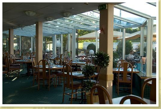 Гостиница в Швейцарии, в кантоне Нейенбург, в городе Нейшатель.