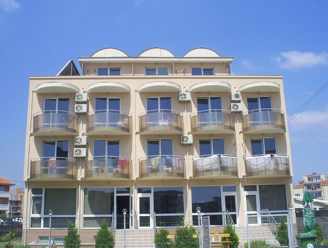 Гостиница в Равде