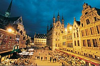 Большое и известнейшее кафе на старой площади в Лёвене, Бельгия.