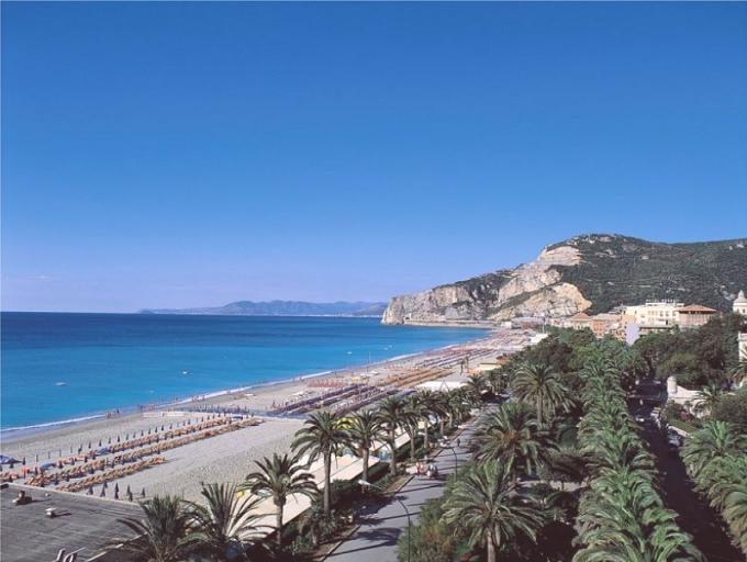 Участок под строительство вилл на Лигурийском побережье Италии, в 30 мин. по автобану от Монако.
