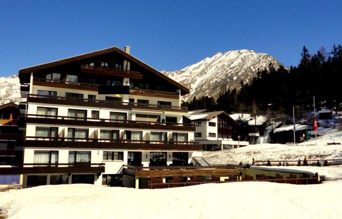 Гостиница в Швейцарии в кантоне Валлис, в туристическом и лучшем месте Саас Фе, напротив Альпин-Экспресса.
