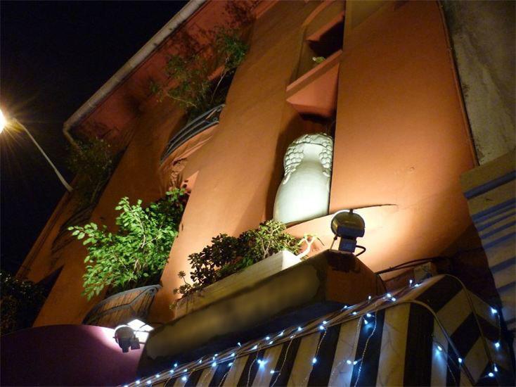 Жемчужина Лазурного побережья Франции – уютная гостиница рядом с морем (150 м) в центре Ниццы.