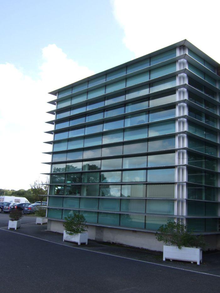 Рентабельный коммерческий центр в Нанте, Франция, сданный в аренду первоклассным арендаторам.
