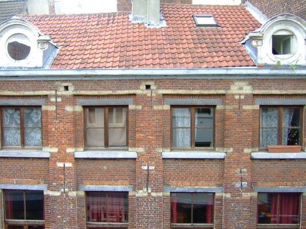 Рядом с Гран Плас в Брюсселе, Бельгия, доходный дом исторической ценности.