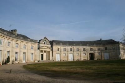 Старинный замок с виноградниками на юго-западе Франции