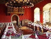 Замок - ресторан с привкусом барокко в Баварии, Германия