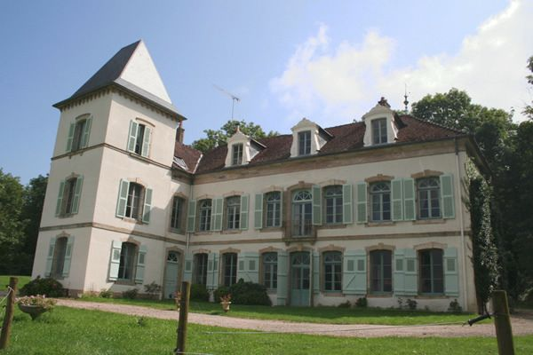 Просторный замок 18-го столетия во Франции в Безансоне.