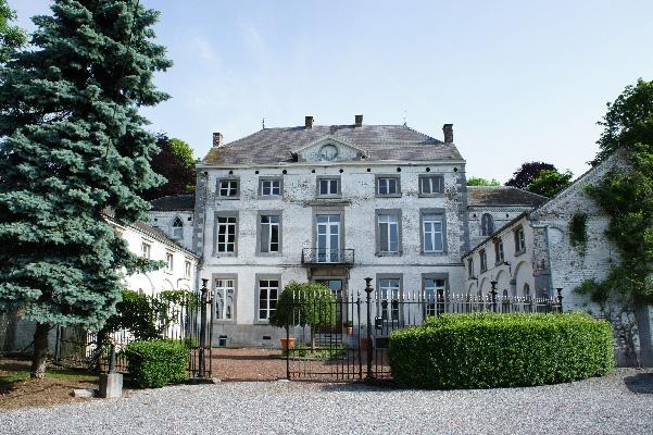 Замок в Бельгии рядом со старинным городом  Намюром, в 70 км от Брюсселя – столицы Европы.