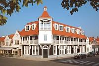 Новое здание в современном загородном стиле под гостиницу, расположенное в самом престижном курорте Кнокке-Хейст