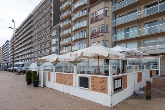 Замечательный ресторан, бар у моря в Бельгии.