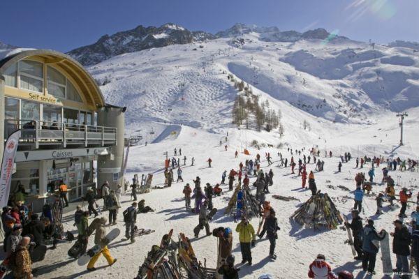 Гостиница в знаменитом горнолыжном курорте Франции Шамони, департаменте Верхняя Савойя (историческая область Савойя).