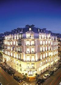 Гостиница в 100 м от Шанз Элизе в Париже – золотой треугольник.