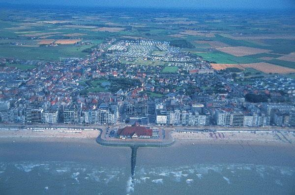Красивый  отель c рестораном в Бельгии,  в 100 метрах от пляжа