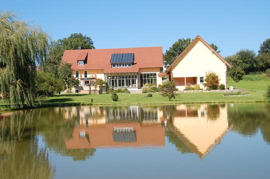 Шикарная вилла в 30 км от Боденского озера, в Германии.