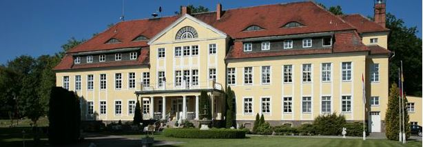 Престижная гостиница - замок 4 звезды, всего в 50 мин. от центра Берлина