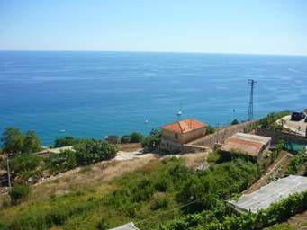 Предлагается участок с панорамным видом на море в Лигурии, Италия