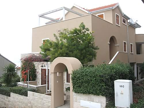 Дом-отель с квартирами в Хорватии, на острове Брач