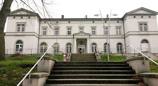 Здание вокзала под отель, Германия