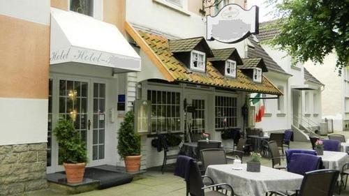 Гостиница в курортном регионе Германии, Северная Вестфалия, с эксклюзивным частным домом и рестораном.
