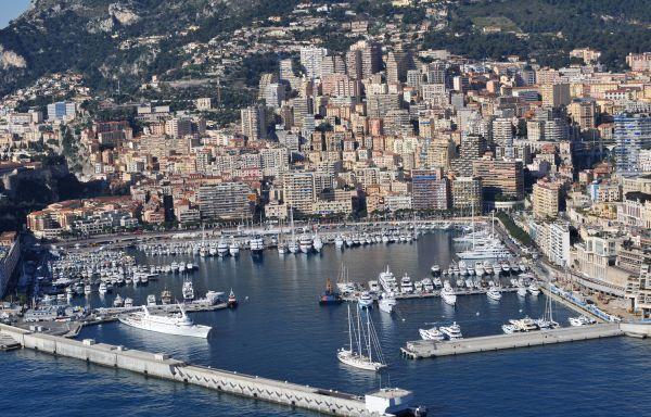Небольшая гостиница в идеальном месте в Монако, рядом с казино и морем.