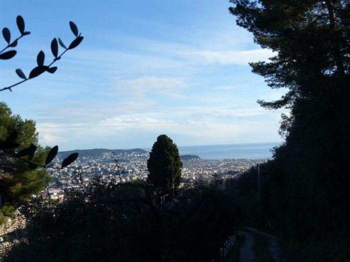 Участок более 3000 м2 под строительство виллы 450 м2 в Ницце! Лазурный берег Франции, в 30 мин. от Монако.