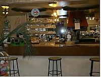Бар – пивная - закусочная в Париже.
