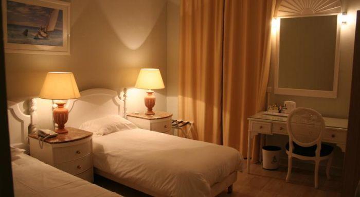 Небольшая и уютная гостиница в самом центре Ниццы.