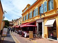 Продажа ресторанного бизнеса в Ницце на COURS SALEYA, известнейшей во всем мире ресторанной улице в старом городе Ниццы.