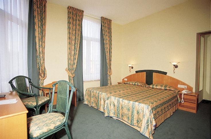 Отель с рестораном и квартирой у моря в Бланкенберге, Бельгия