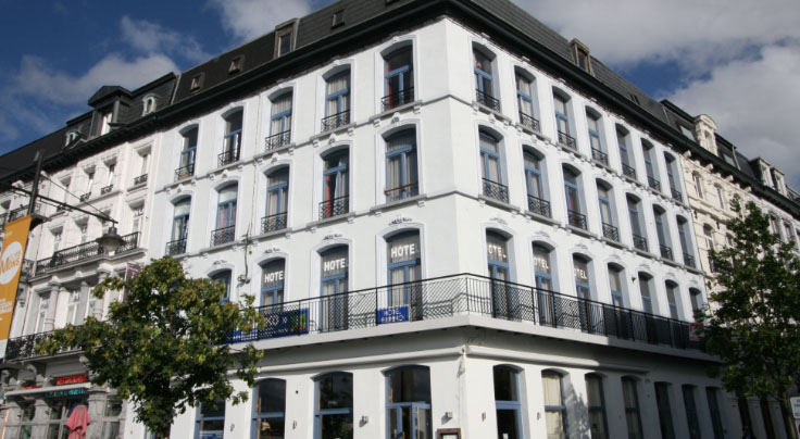 Гостиница с рестораном, с двумя студиями и 2-х комнатной квартирой в Монсе – крупном бельгийском городе.