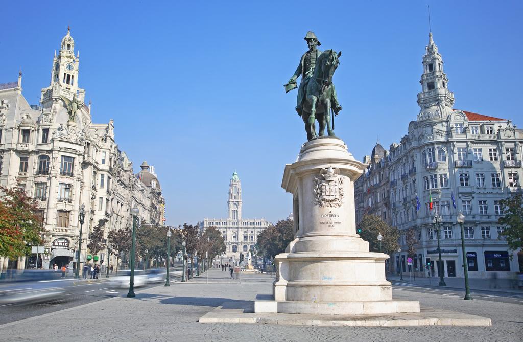 Великолепное здание в историческом центре Порту, Португалия