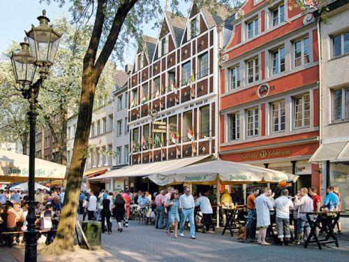 12 меблированных номеров плюс гаштете в самом центре старого города, в Дюссельдорфе – полный раритет!