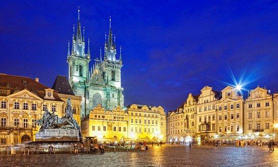 В 10 мин. от Праги крупный производственно-складской комплекс с высокой рентабельностью.