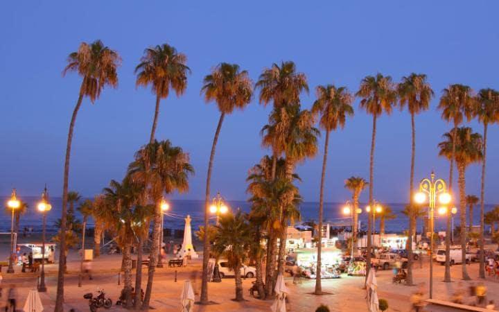 Отель в 200 метрах от пляжа в Ларнаке, Кипр.