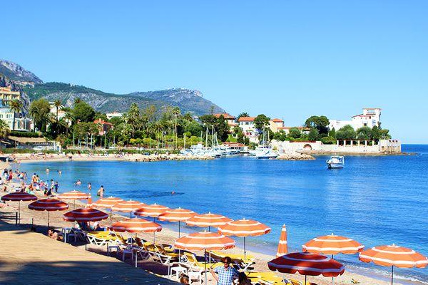 Гостиница между Ниццей и Монако, у моря.