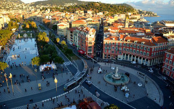 Редчайшее предложение в Ницце – в самом центре города рядом с морем и пляжами гостиница к продаже.