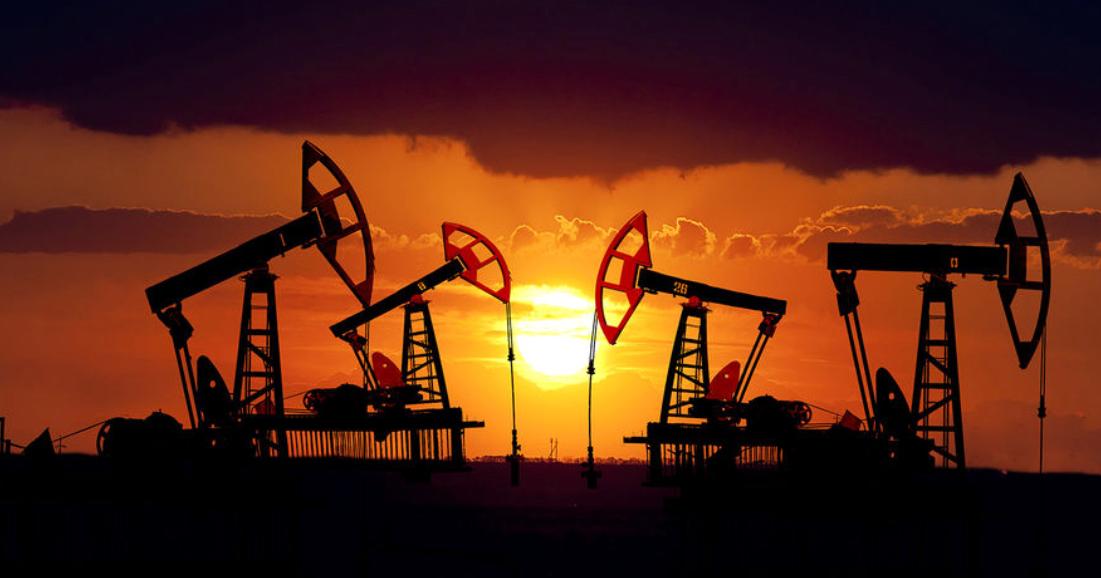 Действующее месторождение нефти и газа !!!