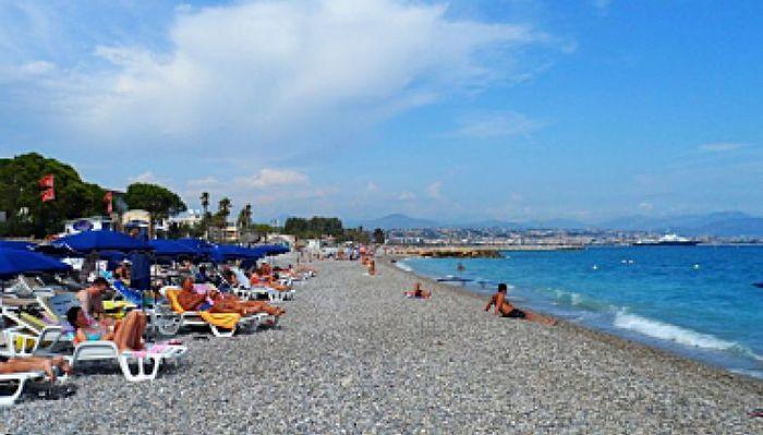 Гостиница на Лазурном берегу Франции, прямо на пляже.