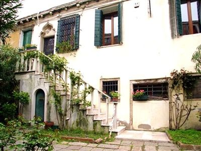 Небольшая гостиница на острове, примыкающая к Венеции, Италии