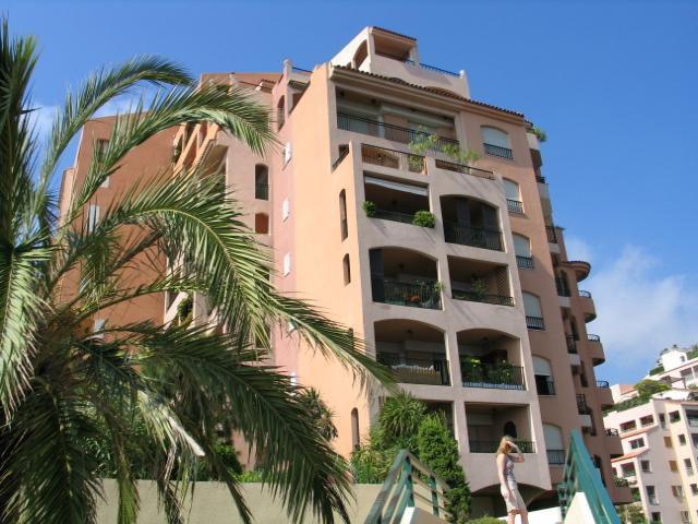 Великолепная 2 ком. квартира в Монако в Фонтвей (недалеко от стадиона), напротив моря.