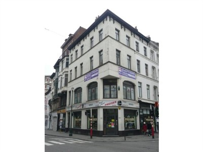 Рядом с Гран Плас (100 м) в Брюсселе, продается угловое здание в очень проходимом месте