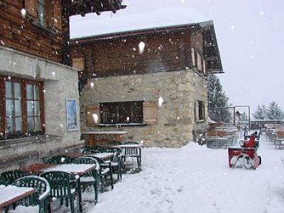 Красивая и отремонтированная гостиница в горнолыжном районе Швейцарии, рядом с Лихтенштейном и Давосом