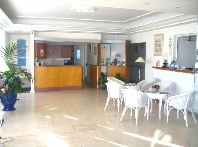 Красивая 3 * гостиница, в близости с городом Канны